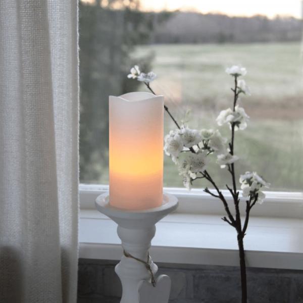 "LED Kerze ""May"" - Echtwachs - flackernde LED - Timer - H: 15cm, D: 7,5cm - weiß"