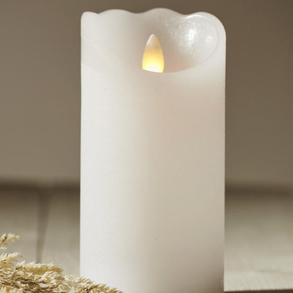 "LED Kerze ""Glow"" - Echtwachs - warmweiße flackernde LED - Timer - H: 15cm, D: 7,5cm - weiß"