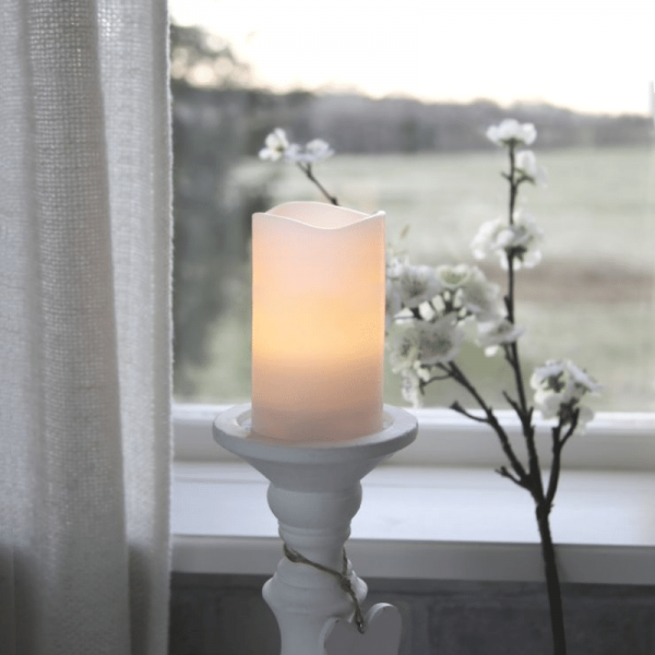 "LED Kerze ""May"" - Echtwachs - flackernde LED - Timer - H: 12,5cm, D: 7,5cm - weiß"