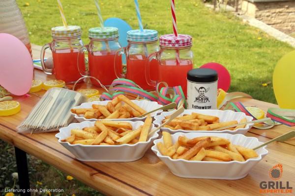 Grill &  Pommesparty  - für 4 Kinder - Trinkgläser, Pommesschalen, Frittenwürzer, Spieße, Lichterkette